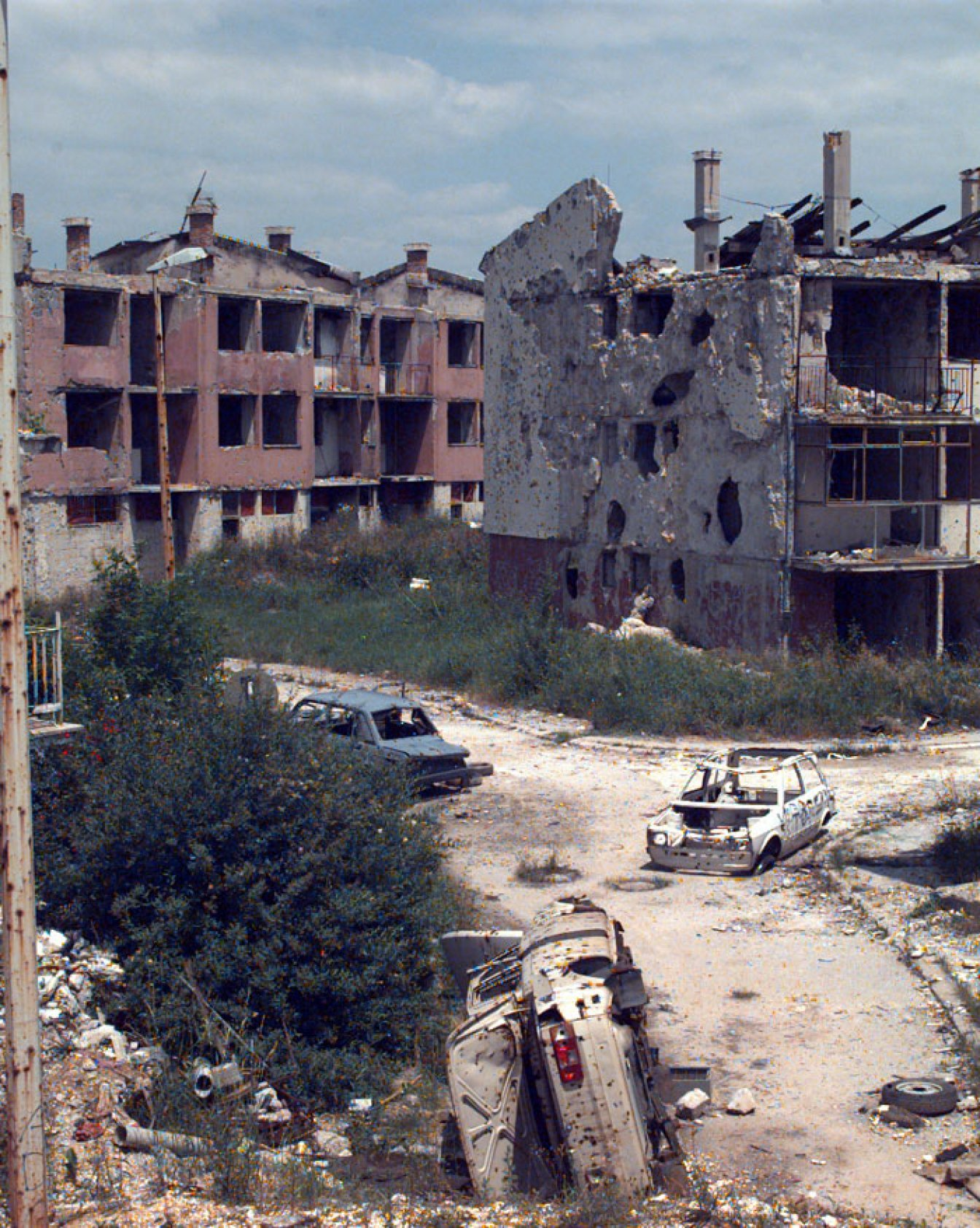 Empty, burned out buildings in Sarajevo in 1996. In its report Unacceptable Risk, PAX examines how military experts assessed the acceptability of explosive weapon use in three cases brought b