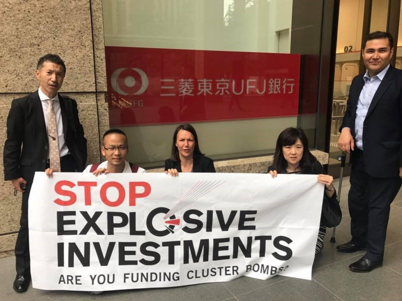 Campaigners from JCBL, CMC and PAX posing in front of Mitsibushi Financial Group in Japan in May 2017 Photo: PAX